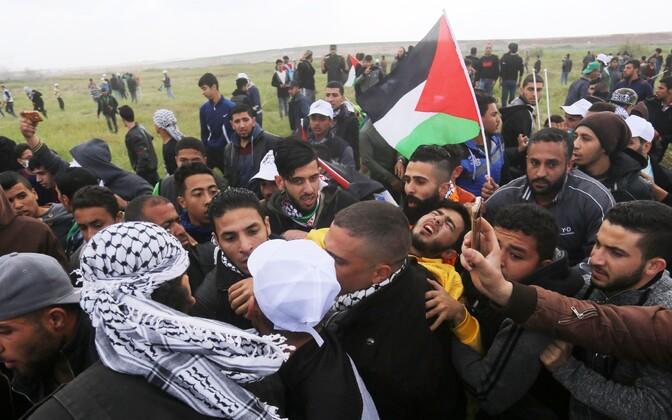 Столкновения палестинцев с израильскими военными на границе сектора Газа.