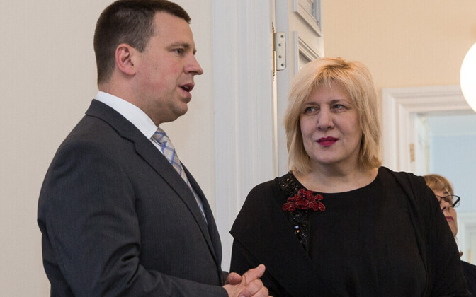 Prime Minister Jüri Ratas (Centre) with Council of Europe Commissioner for Human Rights Dunja Mijatović at Stenbock House on Thursday. 14 June, 2018.
