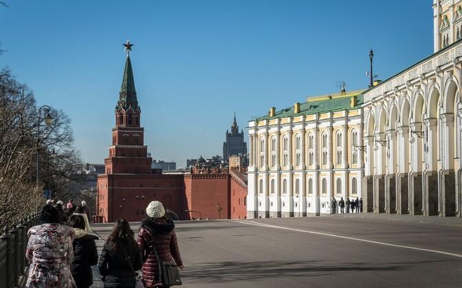 Moskvalased Kremli juures jalutamas