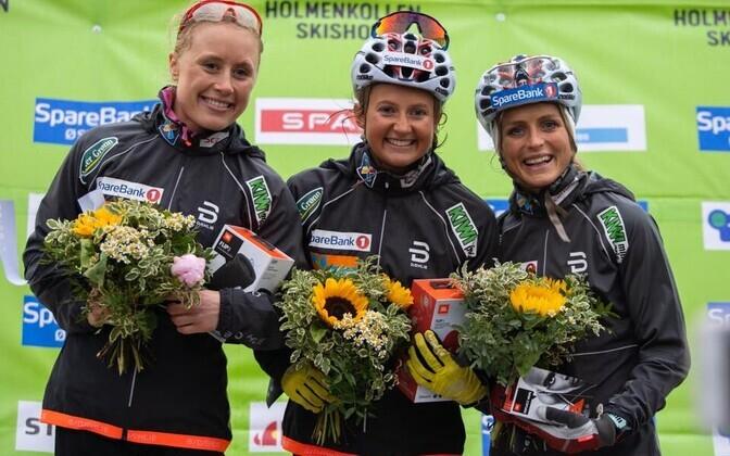 Naiste võistluse esikolmik pjedestaalil (vasakult): Ragnhild Haga, Ingvild Östberg ja Therese Johaug.