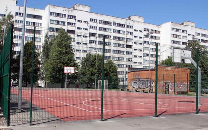 Спортивные площадки в Нарве закрыли.