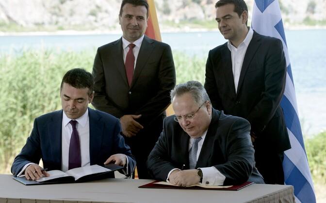 Соглашение подписали главы МИД в присутствии премьер-министров двух стран.