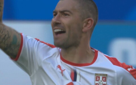 Автор победного гола Александар Коларов.