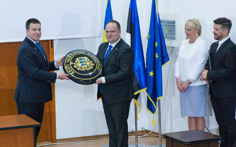 Prime Minister Jüri Ratas (Centre) opening the Honorary Consulate of Estonia in Constanța on Sunday. 17 June, 2018.