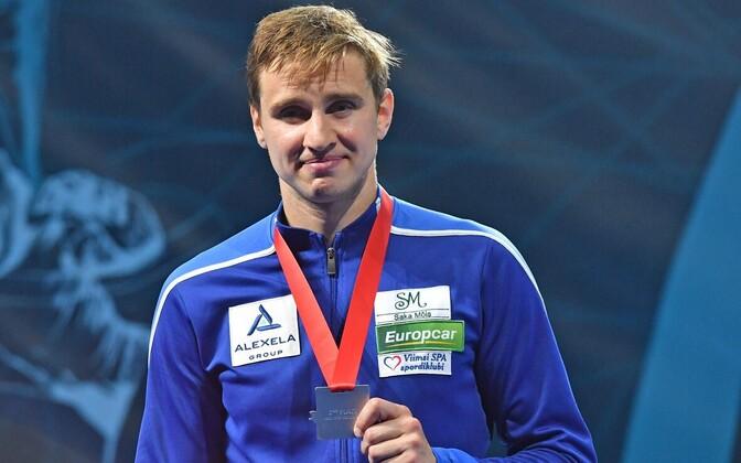 Николай Новосёлов с серебряной медалью.