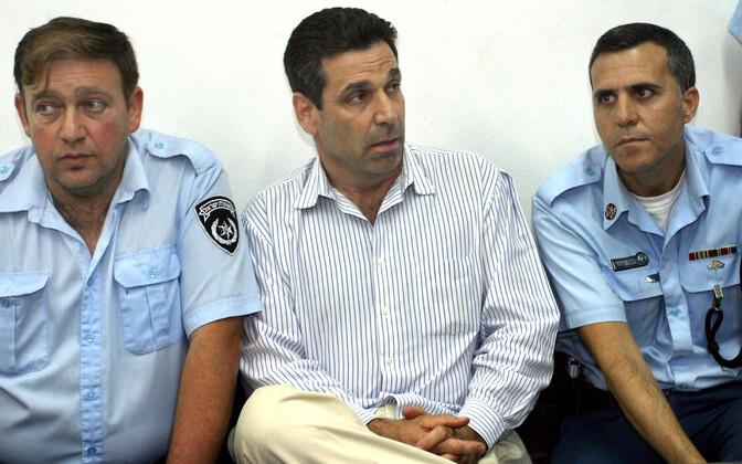 Eksminister Gonen Segev 2004. aastal narkosmugeldamist puudutanud kohtuistungil.