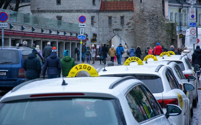 Стоянка такси на улице Виру останется только для электромобилей.