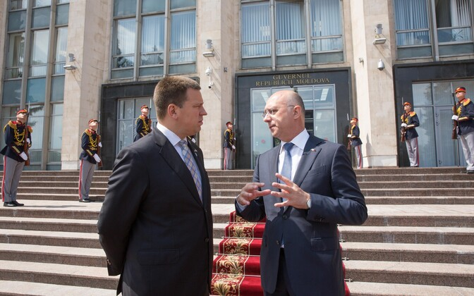 Prime Minister Jüri Ratas (Centre) with Moldovan Prime Minister Pavel Filip in Chișinău on Monday. 18 June, 2018.