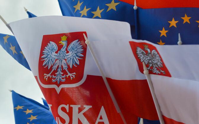 Poola ja Euroopa liidu lipud.