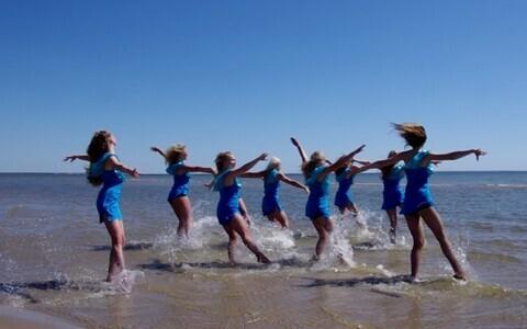 Saaremaa tantsutüdrukud