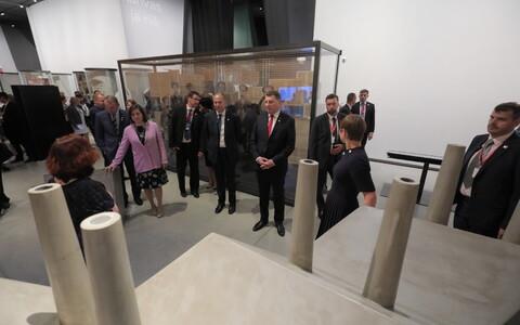 Президенты Латвии, Грузии, Польши, Исландии и Финляндии в Эстонском национальном музее.