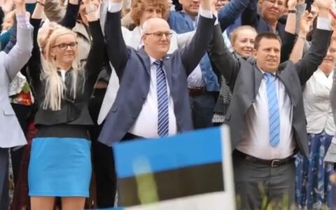 Юри Ратас (справа) поддержал исландских футболистов.