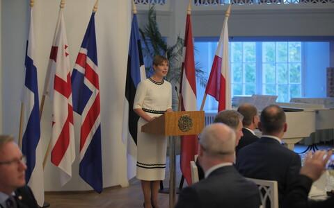 Riigipead kogunesid Tartu Ülikooli ajaloomuuseumi valgesse saali õhtusöögile.