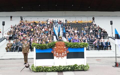 Võidupüha paraad Tallinna lauluväljakul