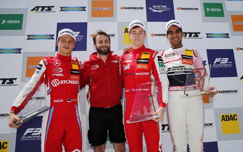 Ralf Aron (vasakul)