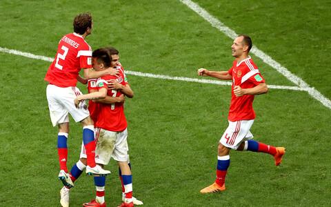 Футболисты сборной России начали турнир с двух побед подряд.