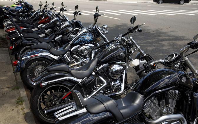 Harley-Davidsoni mootorrattad New Yorgis asuva poe ees.