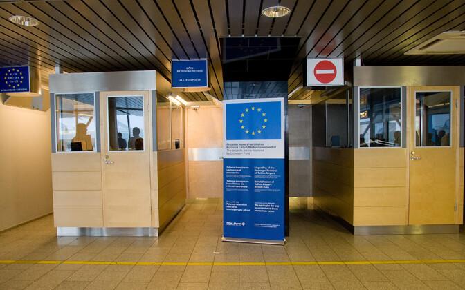 Паспортный контроль в Таллиннском аэропорту.