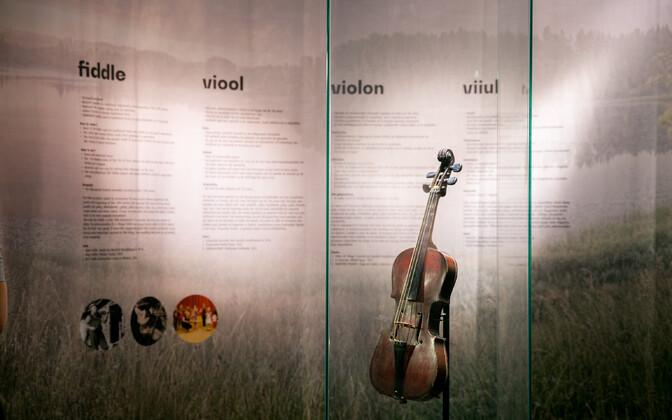 Rahvapillide näitus Brüsselis.