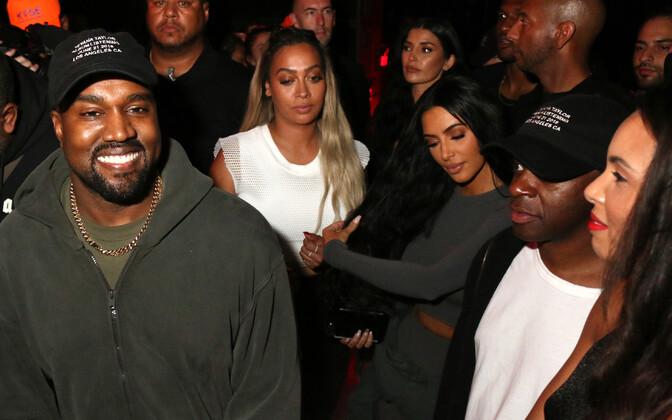 Kanye West (vasakul) Teyana Taylori albumi
