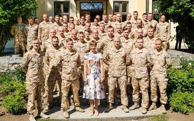 Керсти Кальюлайд провожает эстонских военных в Африку.