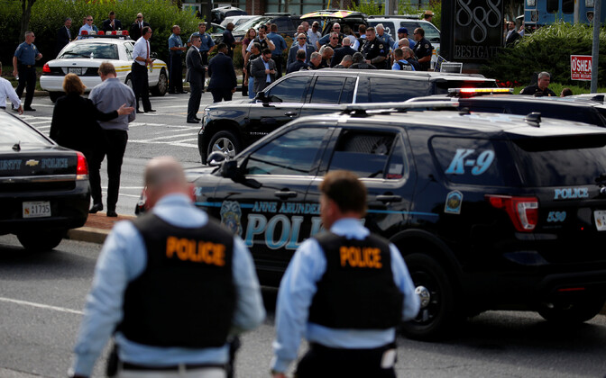 Полиция Аннаполиса возле редакции газеты.