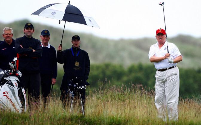 Donald Trump 2012. aastal Šotimaal golfi mängimas.