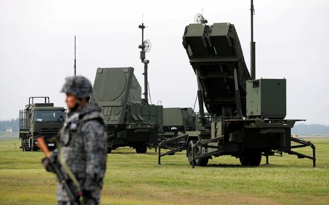Jaapani sõdur ja raketisüsteem PAC-3.