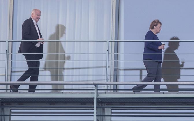 Siseminister Horst Seehofer (CSU) ja liidukantsler Angela Merkel (CDU) laupäeval Berliinis.