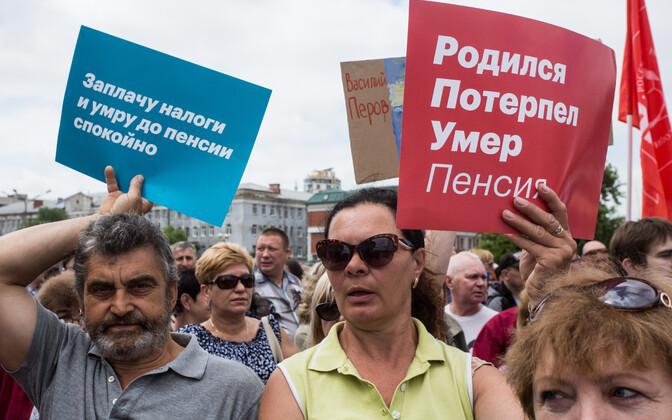 Pensioniea tõusu vastane meeleavaldus Omskis 1. juulil.
