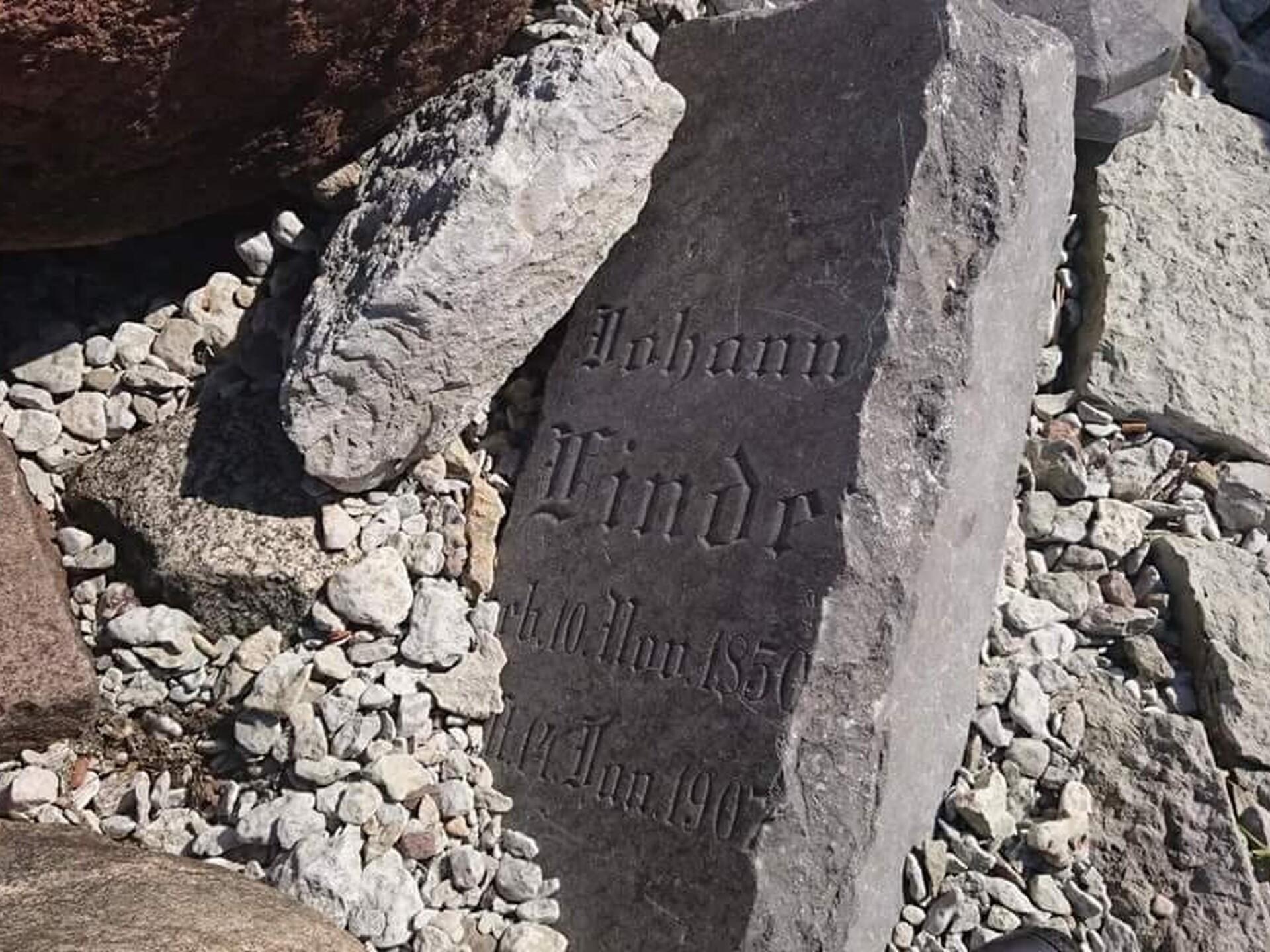 47c27f2ac80 Kaldamüüri hauakivid viiakse Reidi tee ehituse eest ära | Eesti | ERR