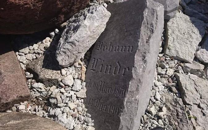 Kopli vana kalmistu hauakivi kaldamüüris