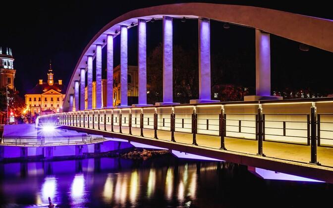 The Kaarsild Bridge in Tartu at night.
