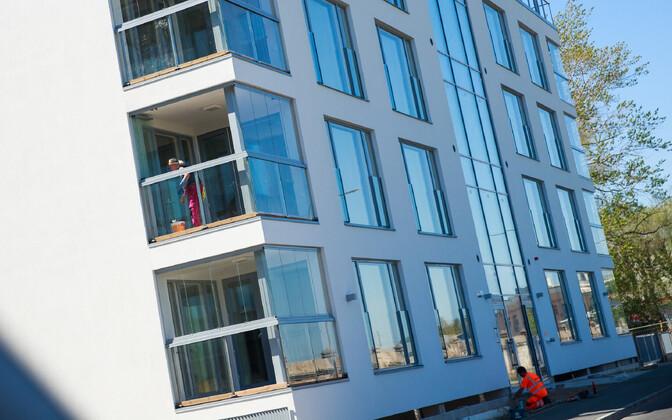 Tallinnas jätkub uute kortermajade kiire kerkimine - nõudlus uute eluasemete järele ei näita vaibumise märke.