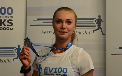 Финишировать в забеге доверили эстонской конькобежке Саскии Алусалу.