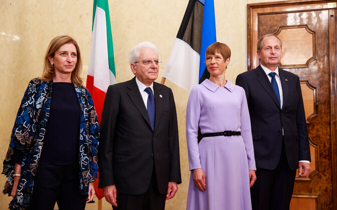 Italian President Sergio Mattarella together with Estonian President Kersti Kaljulaid, Mr. Mattarella's daughter Laura, and Ms. Kaljulaid's husband Georgi-Rene Maksimovski;
