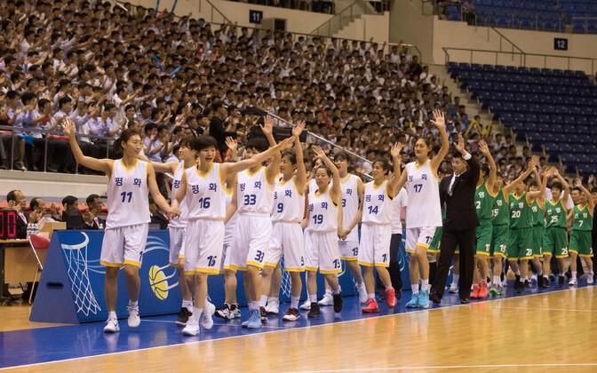 Põhja- ja Lõuna-Korea ühendnaiskonnad pidasid korvpallis sõprusmängu.