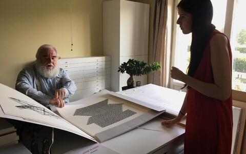 Dina Akhmadeeva Raul Meele ateljees Eesti uurimisvisiidi ajal 2017. aasta septembris