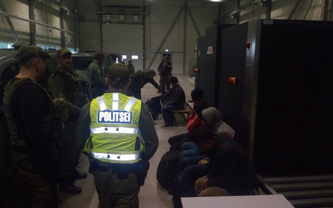 PPA personnel processing a previous group of entrants to Estonia who lacked the correct documentation.