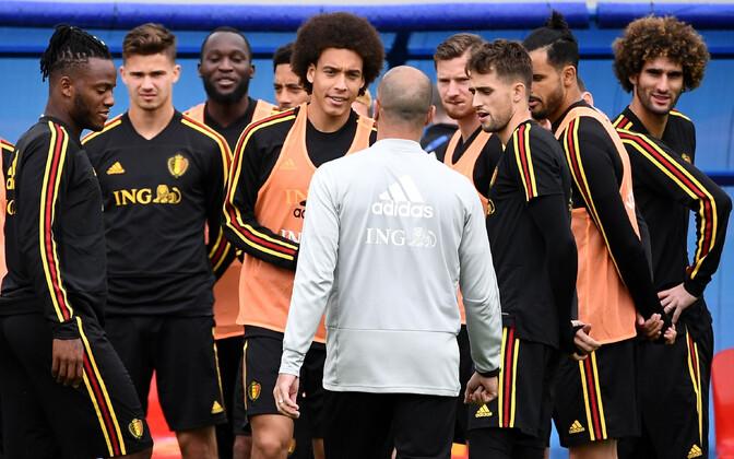 Belgia koondise treener Roberto Martinez rääkimas mängijatega