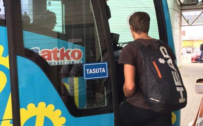 Tasuta buss Viljandi bussijaamas.