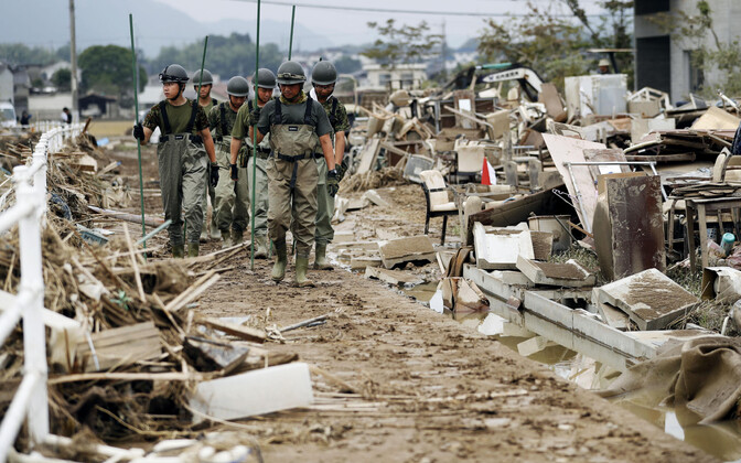 Спасательные работы в префектуре Окаяма.