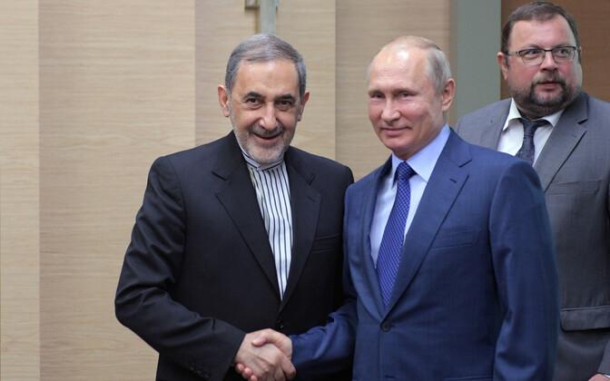 Ajatolla Ali Khamenei nõunik Ali Akbar Velayati ja Venemaa president Vladimir Putin.
