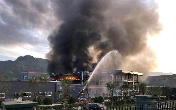 Tulekahju Sichuani provintsis Yibini tööstuspargis 12. juulil.