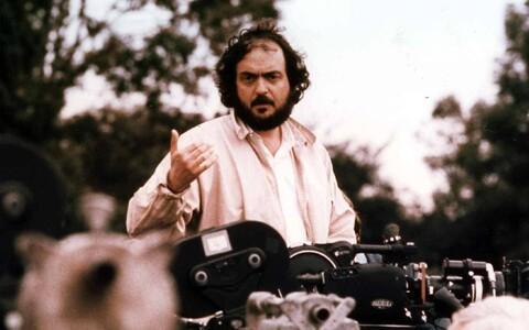 Stanley Kubrick võtteplatsil 1975. aastal.