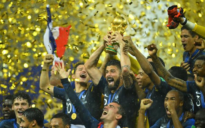 Prantsusmaa jalgpallikoondis kuldse MM-trofeega