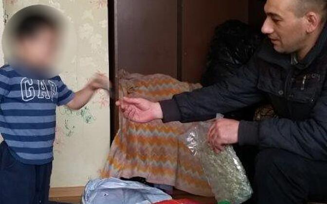 Laps marihuaanakottidega