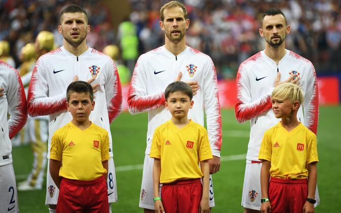 Tristen Kool paremal seismas Horvaatia koondislase Marcelo Brozovici ees