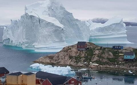 Айсберг около берегов Гренландии.