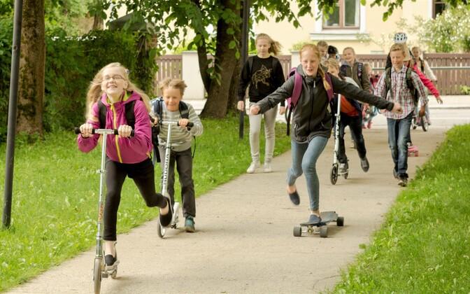 Piisav liikumine on laste tervislikuks arenguks väga oluline.